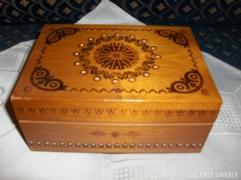 Retro dísz doboz fából - 18 x 13 x 8 cm