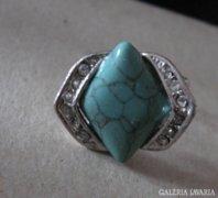 Szép köves gyűrű