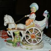 Lippendorfi német koronás majolika szobor Hölgy hintóval