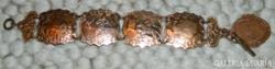 Bronz domborműves jelenetes antik karlánc