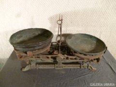 2428 T1 Antik öntöttvas kéttálcás konyhai mérleg