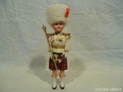 4675 I4 Retro skót díszőrségi katona baba