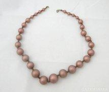 0961 Régi mályvaszínű igényes női gyöngysor 51 cm
