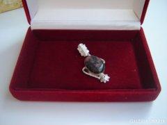 Ezüst medál rodonit kővel