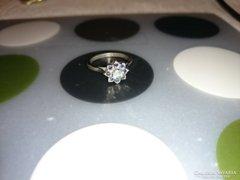 Virág formájú ezüst gyűrű cirkonkövekkel