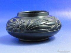 0A987 Régi virágdíszes fekete cserép váza