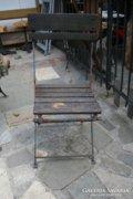 Piros-kék vas, összecsukható keti szék