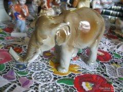Royal Dux porcelán
