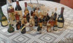 A képen látható összes kis üveg italok, régiek!