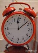 Hatalmas fém retro ébresztő óra.