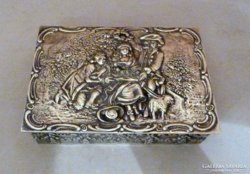 Rokokó stílusú udvari jelenetes ezüst doboz br417gr