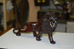 Keleti fa faragott oroszlán figura