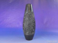 0E824 Jelzett hargitai fekete kerámia váza