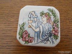 Porcelán bonbonier, -kézzel festett