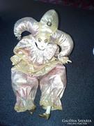 Porcelán fejű bohóc porcelán végtagokkal