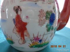 Gésák a kertben Japán kézzel festett kiöntő