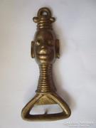 Afrikai női fejet ábrázoló sörnyitó rézből