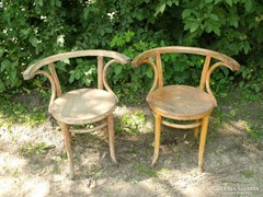 Extra széles egyedi Jelzett Thonet szék pár.