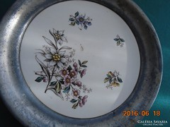 """19 sz Altwien """"Dec 1574"""" jelzéssel majolika tál ón peremmel-19,3 cm"""