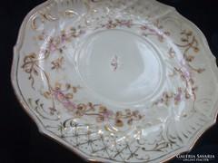19.sz Royal Vienna rokokó aranykontúrozott virág,rovar és dombor mintás tányér-16 cm(1)