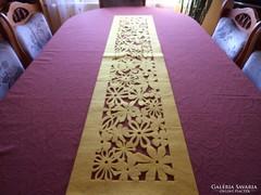 Filc-dekor asztalözép