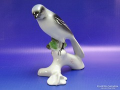 0H844 Régi porcelán szarka faágon