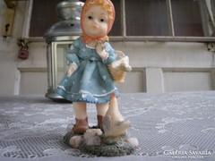 Hummel jellegű porcelán biszkvit kislány kakassal. Hibátlan.