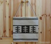 'FENYŐFÁK FEKETÉN-FEHÉREN' kézzel szőtt gyapjú faliszőnyeg, textilkép