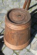 Díszes savanyító hordó fából