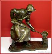 Martinász,öntő bronz-szobor 20 kg.