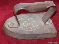 Antik kicsi gallér pántlika vasaló vasból,.
