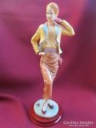 Nápolyi Capodimonte balerina figura - szobor talapzaton..