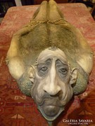 Stössel Nánda: Zuhanás című hatalmas  méretű kerámia szobra