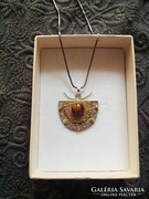 Ezüst és arany medál + fükbevaló tigrisszem kővel