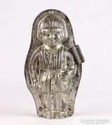 0K686 Antik csokiöntő kislány forma 20 cm