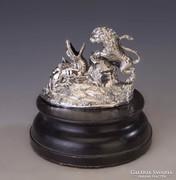 Ezüst sárkányölő századfordulós szobor