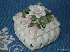 Meseszép selyemfényű porcelán ékszertartó