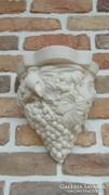 Szőlőfürtös fali tartó műmárványból
