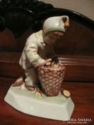 Jelzett, sorszámozott antik porcelán figura