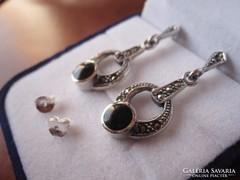 Markazitos, elegáns ezüst onix fülbevaló pár