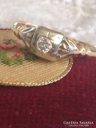 Antil brillköves arany eljegyzési gyűrű