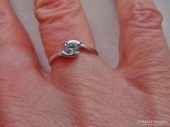 Gyönyörű14kt aranygyűrű szép fehér kővel