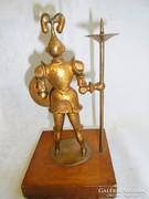 Muharos féle figurális gyertyatartó