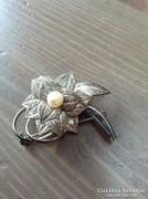 Kézműves ezüst bross igazgyöngy kővel