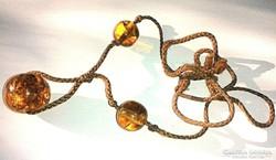 1950-es években készült borostyánkő nyaklánc