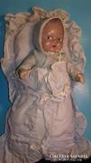 Antik pólyás baba