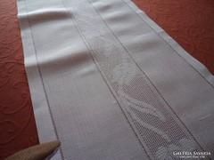Fehér toledós asztalközép