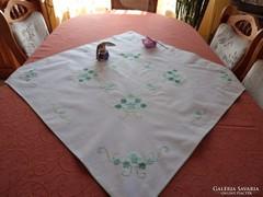 Virágmintás asztalközép
