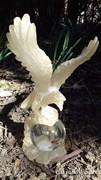 Tömör üveg gömb levélnehezék asztal dísz műanyag sassal 29 cm