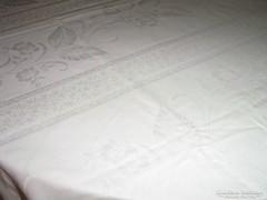 Csodaszép különleges hatalmas hófehér damaszt terítő